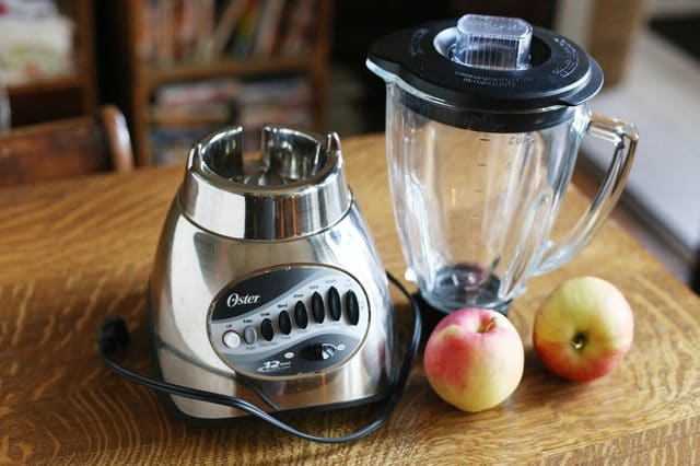 Can I use blender to whisk egg white, Can I use a hand blender instead of a whisk, How to mix cake batter without a mixer, Hand Mixer, Can I use a blender to whip cream, Can blender be used as beater, Cake mix in Ninja blender,